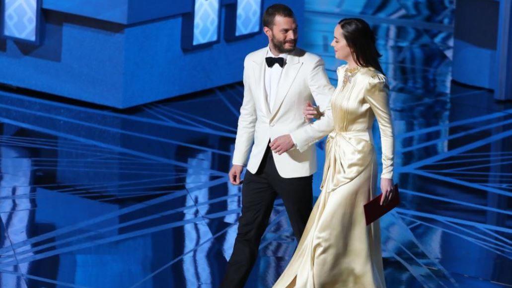 7-Dakota-Johnson-dan-Jamie-Dornan-Oscar-2017